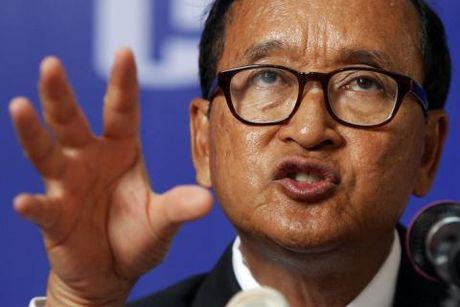 Sam Rainsy quay lai chong pha bien gioi Viet Nam-Campuchia - Anh 1