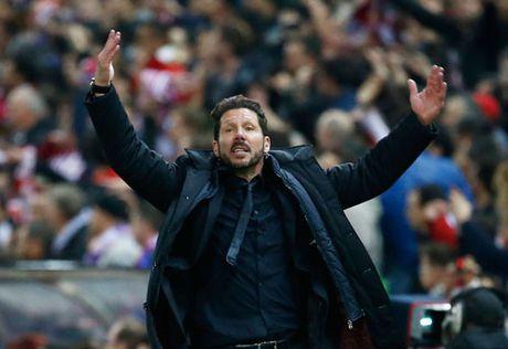 Ha Barcelona, HLV Simeone noi toan nhung loi... co canh - Anh 1