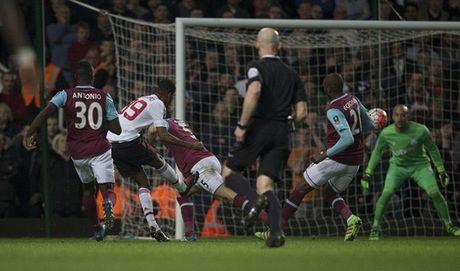 Rooney ngoi du bi, M.U van vao ban ket cup FA - Anh 4