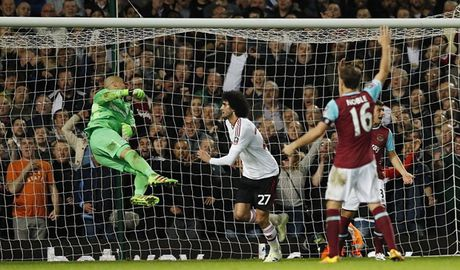 Rooney ngoi du bi, M.U van vao ban ket cup FA - Anh 6