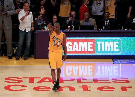 Kobe Bryant ghi 60 diem trong tran chia tay su nghiep - Anh 2
