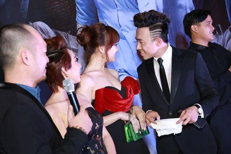 Tran Thanh tinh tu voi Hari Won truoc dam dong - Anh 2