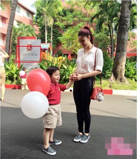 Choang vang muc hoc phi khung cua con sao Viet - Anh 4