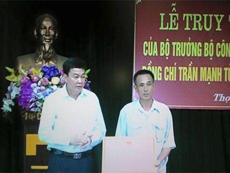 Bo Cong an truy tang bang khen cho Pho truong CA xa tu vong khi giai quyet vu xo xat - Anh 2