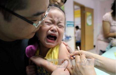 Trung Quoc cach chuc 357 quan chuc lien quan vu vaccine gia - Anh 1