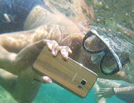 Galaxy S7 - Chup hinh & quay video ran san ho sau 3 met qua tot - Anh 2