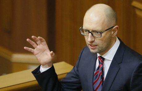 Vua tu chuc, thu tuong Ukraine bi dieu tra tham nhung - Anh 1