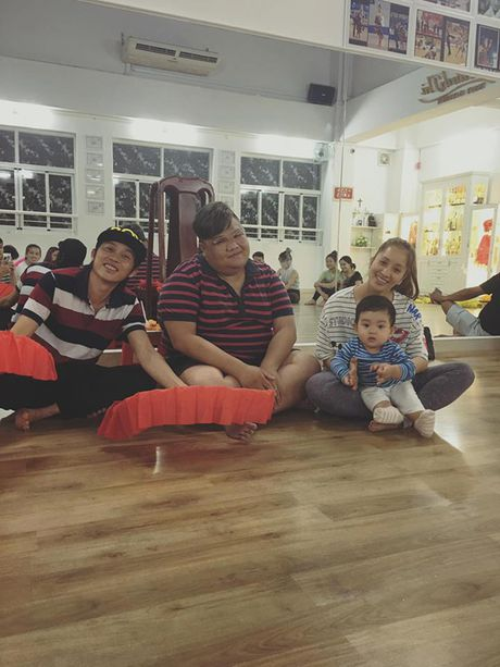 Phat sot anh danh hai Hoai Linh be con trai Khanh Thi cuoi tit mat - Anh 1