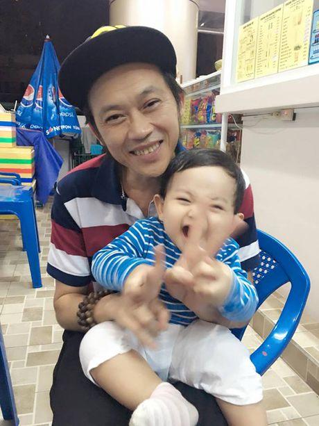 Phat sot anh danh hai Hoai Linh be con trai Khanh Thi cuoi tit mat - Anh 2