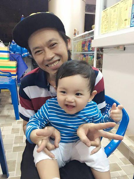 Phat sot anh danh hai Hoai Linh be con trai Khanh Thi cuoi tit mat - Anh 3