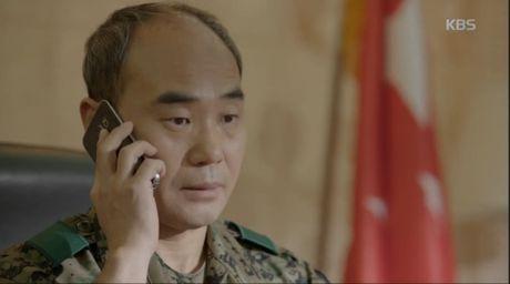 """Trung tuong Yoon """"Hau due mat troi"""": Nguoi cha thang benh tat vi con - Anh 1"""