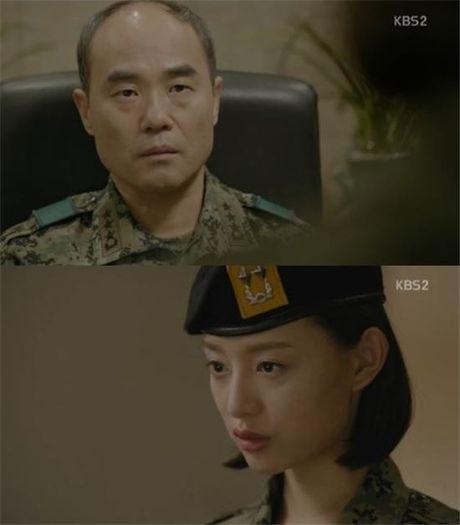 """Trung tuong Yoon """"Hau due mat troi"""": Nguoi cha thang benh tat vi con - Anh 2"""