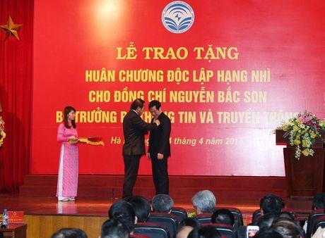 Nguyen Bo truong Bo TT&TT Nguyen Bac Son nhan Huan chuong Doc lap hang Nhi - Anh 3