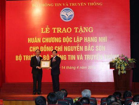 Nguyen Bo truong Bo TT&TT Nguyen Bac Son nhan Huan chuong Doc lap hang Nhi - Anh 4