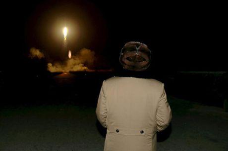 Kim Jong-un dung y gi khi cho ca the gioi biet chuong trinh phat trien vu khi - Anh 1