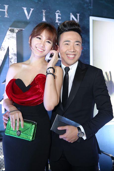 Tran Thanh nam chat tay Hari Won tai su kien - Anh 3