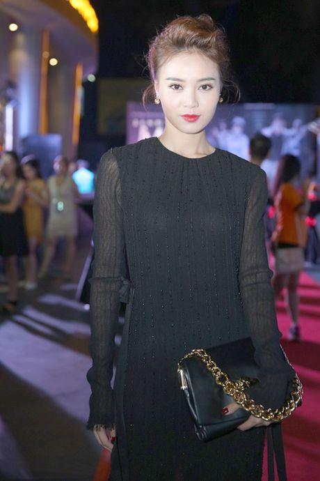 Tran Thanh nam chat tay Hari Won tai su kien - Anh 7
