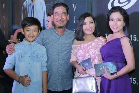Tran Thanh nam chat tay Hari Won tai su kien - Anh 8