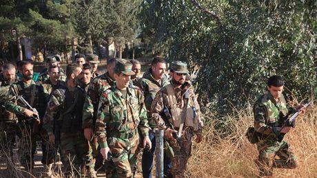 Quan doi Syria tap trung binh luc tren chien truong Aleppo - Anh 1