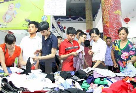 Loan hang thoi trang doi lot 'Made in Vietnam' - Anh 1
