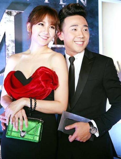 Tran Thanh - Hari Won tinh tu ben nhau trong le ra mat phim 'Benh vien ma' - Anh 2