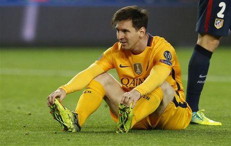 Messi lap ky luc te nhat su nghiep trong ngay Barca bai tran - Anh 1