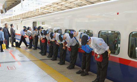 'Phep mau 7 phut' tren tau sieu toc cua Nhat Ban - Anh 10