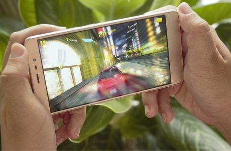 5 smartphone man hinh lon, RAM 3 GB tam gia 5 trieu dong - Anh 1