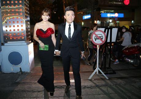 Tran Thanh au yem ben Hari Won giua chon dong nguoi - Anh 2