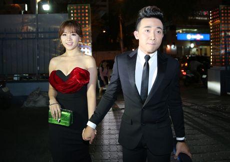 Tran Thanh au yem ben Hari Won giua chon dong nguoi - Anh 3