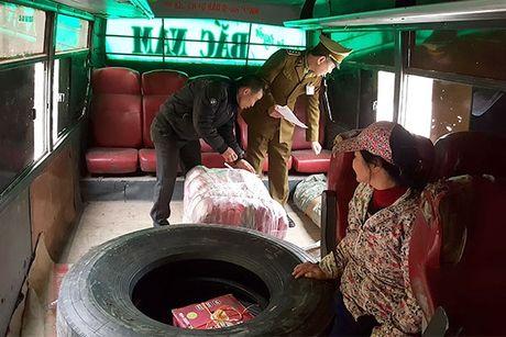 'Ho bien' xe khach cu nat thanh xe cho hang lau - Anh 1