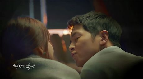 Xem 'Hau due mat troi' tap 16: Yoo Shi Jin se bat tu? - Anh 3