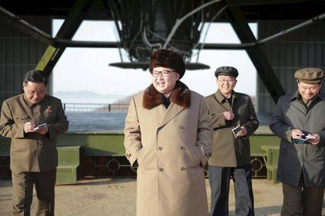 Kim Jong-un phong ten lua mung sinh nhat ong? - Anh 1