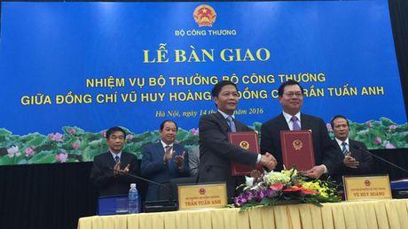 Ban giao nhiem vu Bo truong Bo Cong thuong: 3 dieu ong Vu Huy Hoang 'con day dut' - Anh 1
