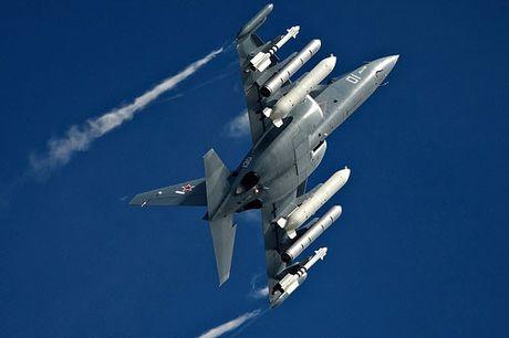 """Chiem nguong may bay huan luyen - tan cong """"2 trong 1"""" Yak-130 cua Nga - Anh 11"""