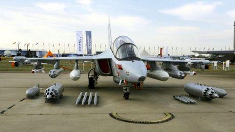 """Chiem nguong may bay huan luyen - tan cong """"2 trong 1"""" Yak-130 cua Nga - Anh 13"""