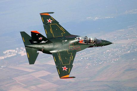 """Chiem nguong may bay huan luyen - tan cong """"2 trong 1"""" Yak-130 cua Nga - Anh 17"""
