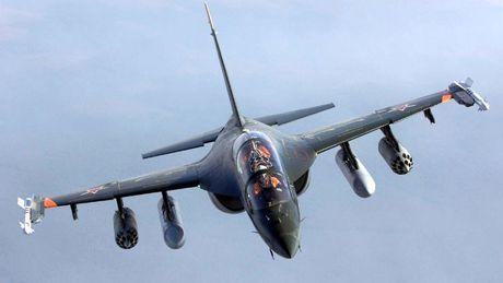 """Chiem nguong may bay huan luyen - tan cong """"2 trong 1"""" Yak-130 cua Nga - Anh 1"""