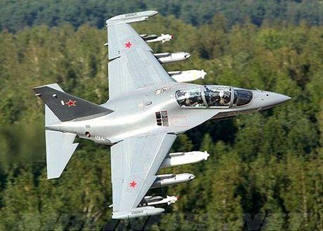 """Chiem nguong may bay huan luyen - tan cong """"2 trong 1"""" Yak-130 cua Nga - Anh 2"""
