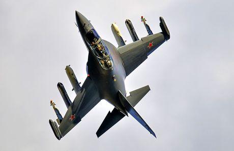 """Chiem nguong may bay huan luyen - tan cong """"2 trong 1"""" Yak-130 cua Nga - Anh 3"""
