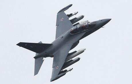 """Chiem nguong may bay huan luyen - tan cong """"2 trong 1"""" Yak-130 cua Nga - Anh 4"""