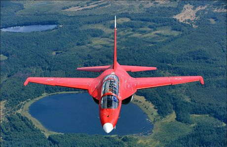 """Chiem nguong may bay huan luyen - tan cong """"2 trong 1"""" Yak-130 cua Nga - Anh 5"""