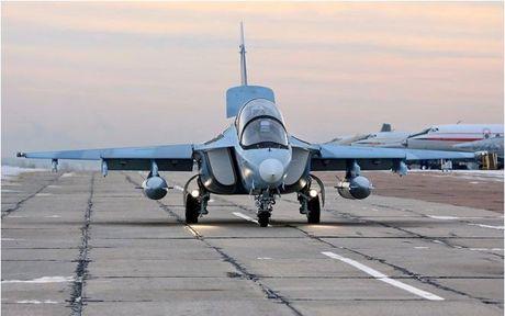 """Chiem nguong may bay huan luyen - tan cong """"2 trong 1"""" Yak-130 cua Nga - Anh 7"""