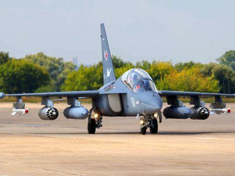 """Chiem nguong may bay huan luyen - tan cong """"2 trong 1"""" Yak-130 cua Nga - Anh 9"""