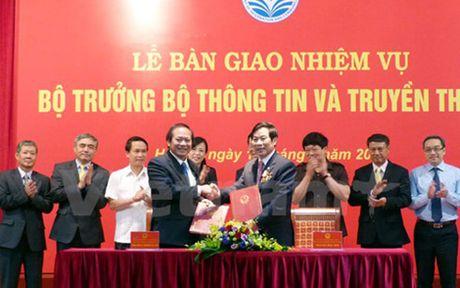 Thu tuong du le ban giao nhiem vu cho tan Bo truong Truong Minh Tuan - Anh 1