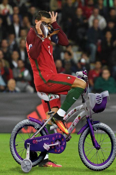 Hanh dong dieu da cua Ronaldo bi che anh khong thuong tiec - Anh 3