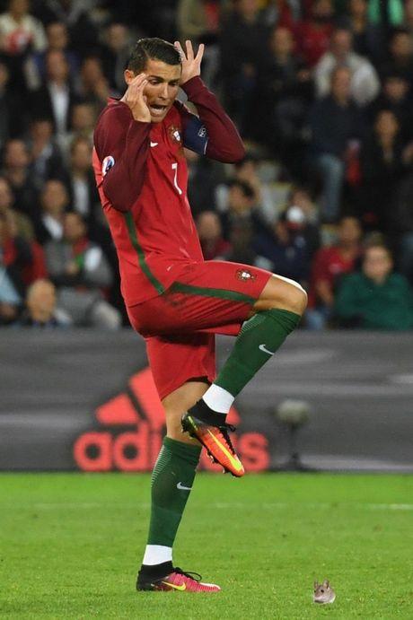 Hanh dong dieu da cua Ronaldo bi che anh khong thuong tiec - Anh 8