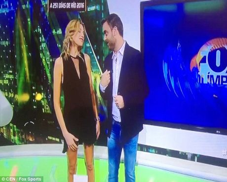 'Nguoi yeu Messi' gay soc voi pha toc vay tren TV - Anh 1