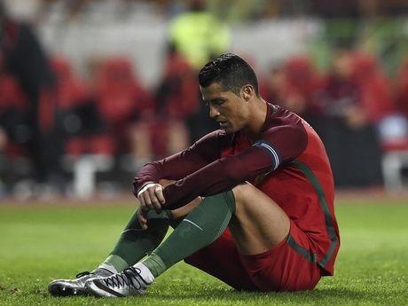 Ronaldo bo an vi... sut hong penalty - Anh 1