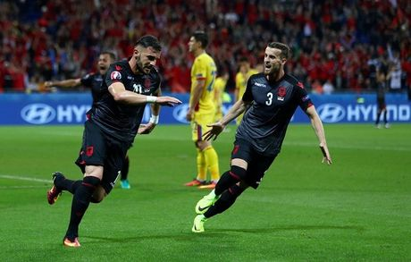 "Anh Euro 2016 Romania 0 - 1 Albania: Tieng noi cua ke ""chieu duoi"" - Anh 8"